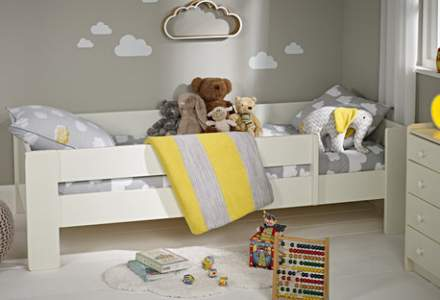 What Age Should Your Child Move From a Cot to a Bed?