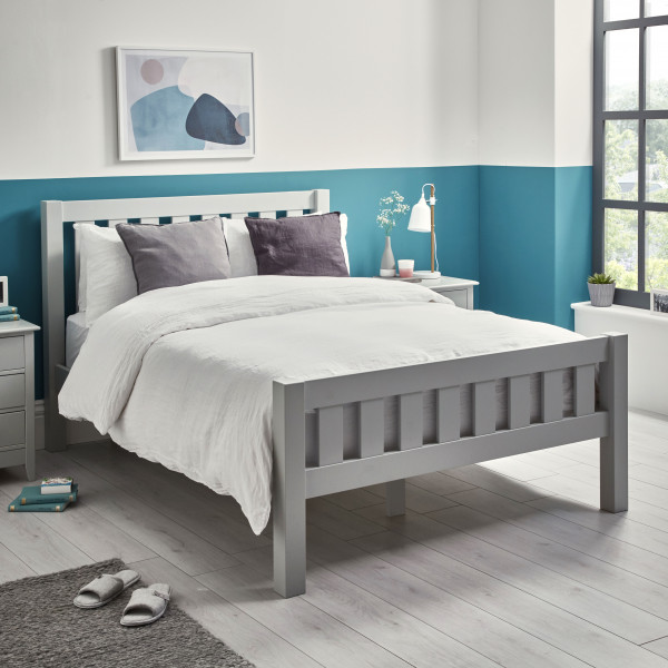 Jubilee King bed angled