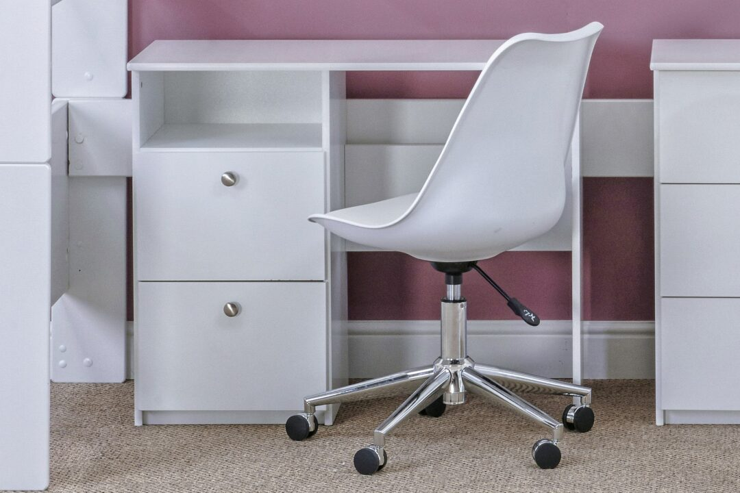 Bloc desk with chair