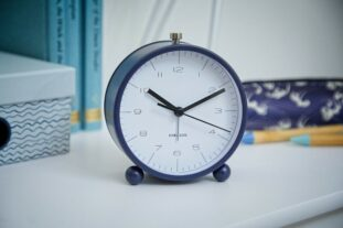 Pellet feet clock - navy