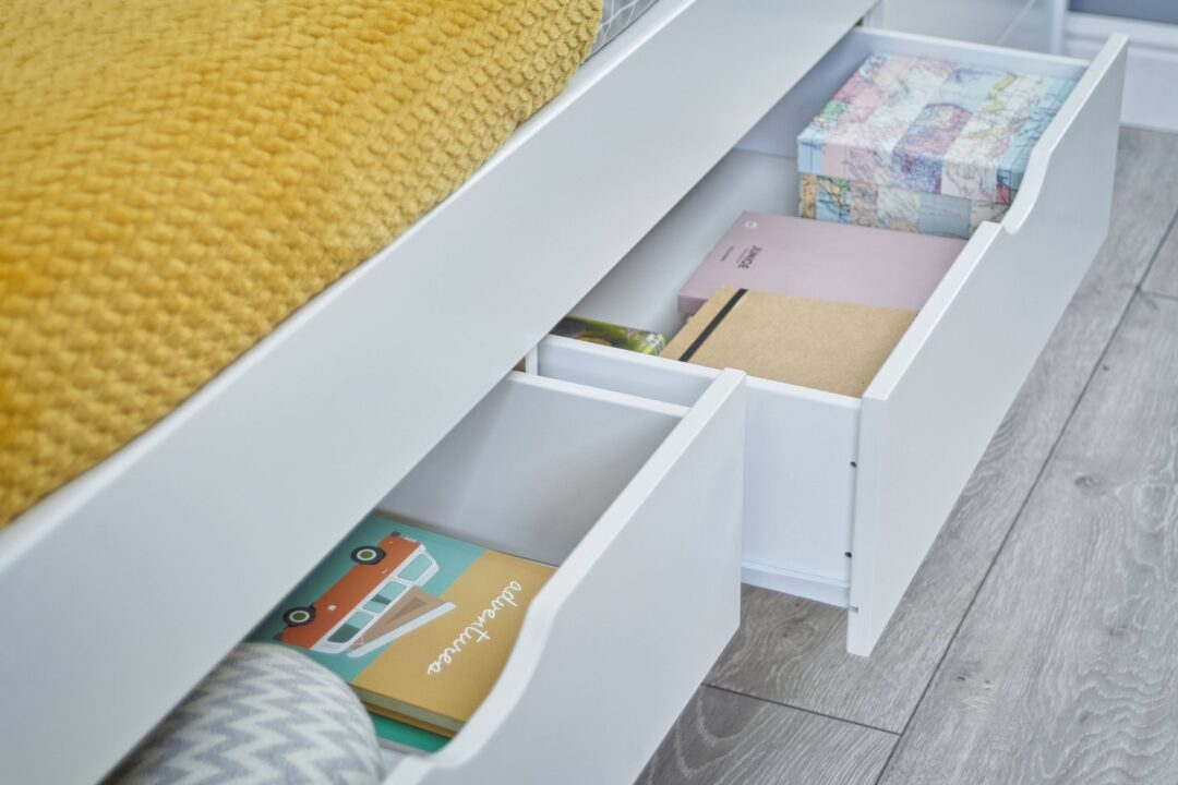Vermont - drawers open close up