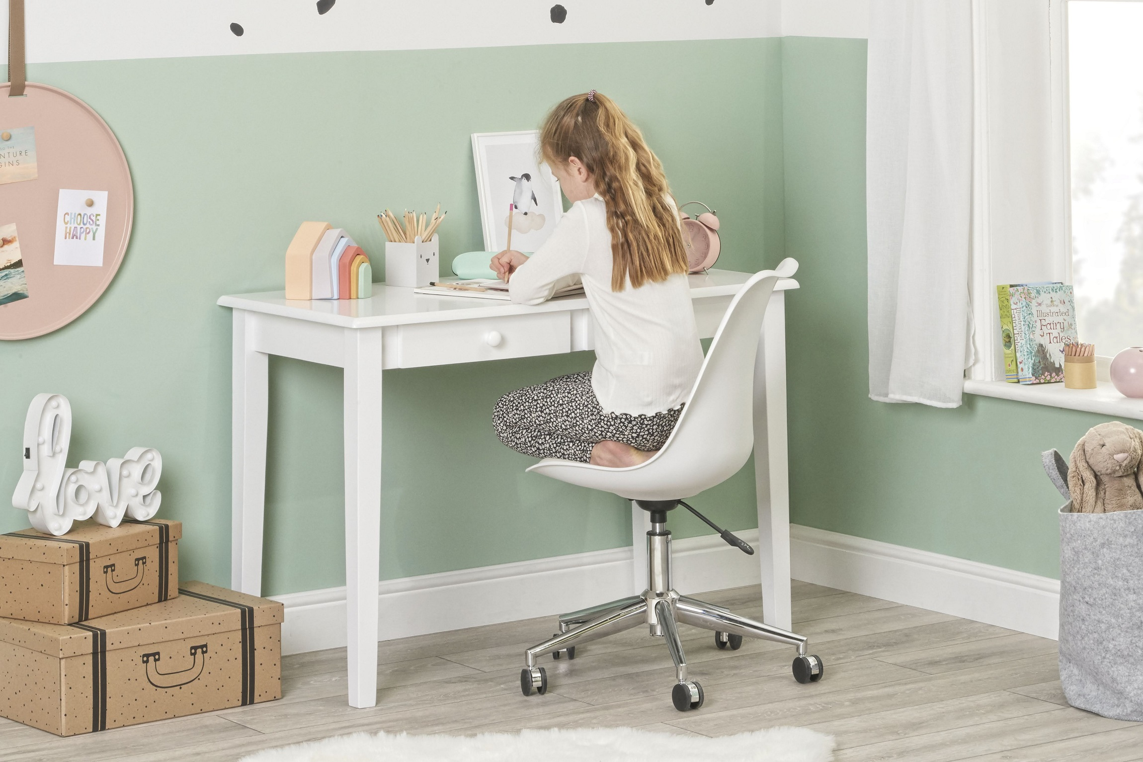 Gala white front with chair